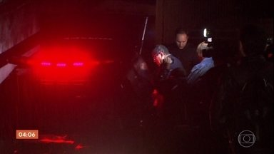 Funcionário da PUC-SP que esfaqueou ex-aluno é preso - O caso aconteceu dentro da universidade. O rapaz morreu na hora.