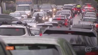 Chuva provoca caos no trânsito de SP; vias estão alagadas - O trânsito é lento em importantes vias da capital paulista nesta sexta-feira.