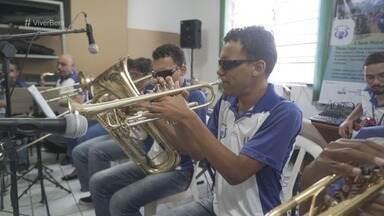 Deficientes visuais se preparam para festival de jazz em Santos - Grupo formou uma banda de jazz em 2018 e ensaia para tocar clássicos no festival.