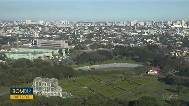 Mesmo no frio, turistas aproveitam para visitar cartão postal de Curitiba - Termômetros marcaram 0° na manhã deste sábado.