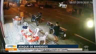 Mulher é esfaqueada dentro de ônibus em João Pessoa - Ela teria reagido a uma tentativa de assalto.