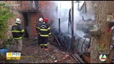 Incêndio atinge duas casas no bairro do Jurunas, em Belém - Os bombeiros trabalham para conter o fogo.