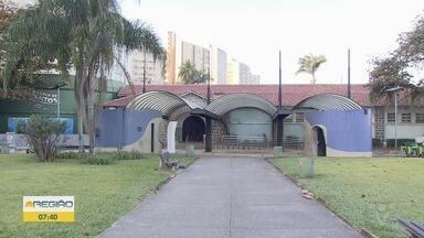 Aquário ganha grafite em comemoração aos seus 74 anos - Grafiteiro Guilherme Matsumoto presenteia o espaço com sua arte.