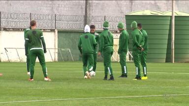 Futebol paranaense volta a campo com o Coritiba - Coxa reabre a temporada em jogo importante contra o Criciúma, no interior de Santa Catarina