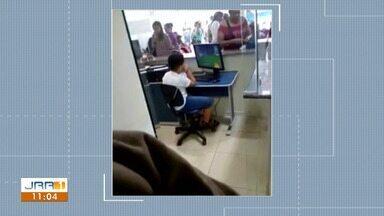 Vídeo mostra criança assistindo vídeo em computador de hospital de Boa Vista - Pacientes afirmam demora no atendimento na Policlínica Cosme e Silva.