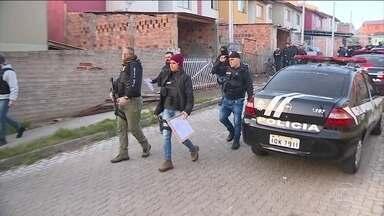 Polícia gaúcha faz uma descoberta assustadora - Traficantes expulsam famílias de casa e transformam as residências em pontos de venda de droga.