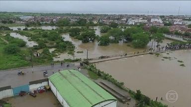 Duas cidades do nordeste baiano estão em alerta para risco de rompimento de barragem - Até agora, três barragens não aguentaram o acúmulo de água da chuva dos últimos dias na região e 500 pessoas tiveram que deixar suas casas.