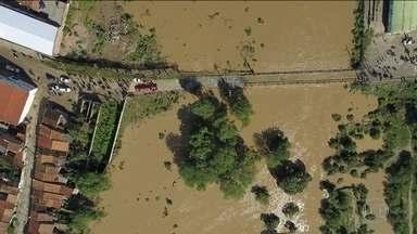 Bombeiros da BA resgatam moradores isolados pela cheia do Rio do Peixe - Rompimento de três barragens elevou o nível do rio causando transtornos nas cidades de Pedro Alexandre e Coronel João de Sá.