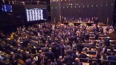 Fantástico mostra os bastidores da votação da reforma da Previdência - O repórter Murilo Salviano teve acesso a gabinetes e negociações. Ele também acompanhou a rotina do presidente da Câmara, Rodrigo Maia.