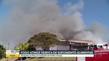 Fogo destruiu galpão em Embu-Guaçu - 72 bombeiros e 24 viaturas foram mobilizados pra controlar as chamas.