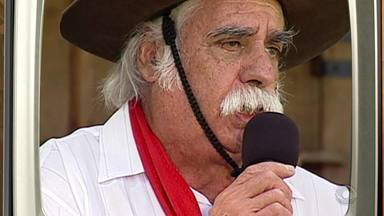 Memórias: Paixão Côrtes é homenageado no Galpão Crioulo - Assista ao vídeo.