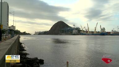 Marinha emite alerta de ventos fortes de até 74 km/h no litoral do ES - Mar fica agitado.