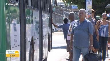 Usuários do transporte coletivo reclamam do atraso dos ônibus nos pontos - Em cinco meses, a secretaria de Mobilidade já recebeu mais de duas mil queixas referentes a esse problema.