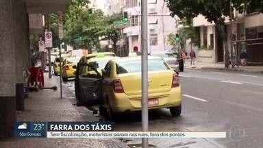 Taxistas param em pontos irregulares na Zona Sul - Equipe do RJ1 flagrou diversas irregularidas como estacionamento em esquinas, em cima da calçada, e nas próprias vias.