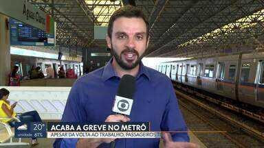 Acaba a greve dos metroviários - Passageiros têm problemas, mesmo com o fim da greve no Metrô. Várias bilheterias estavam fechadas.