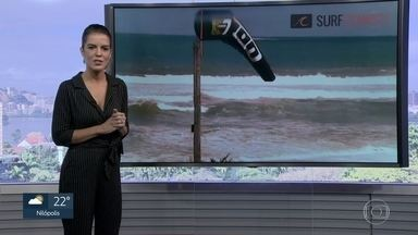 Rio tem mar agitado com ondas que podem chegar a 2 metros de altura - O Rio teve a tarde mais fria do ano na quarta (17). Nesta quinta (18), o dia começou com chuva leve, mas o sol já está aparecendo. O fim de semana será de sol, com temperatura agradável.