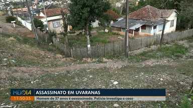 Motociclista é assassinado em Uvaranas, em Ponta Grossa - Criminosos levaram a motocicleta da vítima, que foi abandonada cerca de quatro quadras do local do crime.