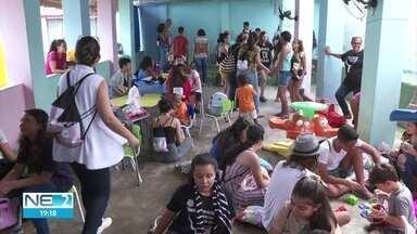 No Dia da Caridade, jovens participam de ação para distribuir amor e carinho - Atividades são realizadas em Igarassu, no Grande Recife