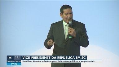 Vice-presidente Hamilton Mourão participa de evento para convidados em Florianópolis - Vice-presidente Hamilton Mourão participa de evento para convidados em Florianópolis