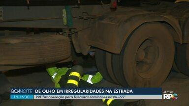 Polícia Rodoviária Federal faz fiscalização em caminhões no trecho de serra da BR-277 - Um caminhoneiro foi preso, depois da polícia receber denúncias. O motorista do caminhão estava dirigindo em zigue-zague depois de beber.