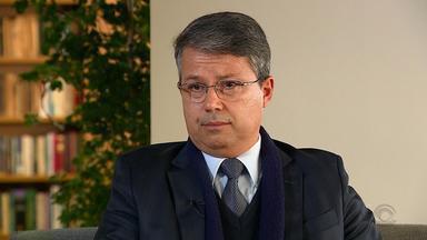Presidente do TRF4 defende Sérgio Moro em entrevista a jornalistas do Grupo RBS - Victor Laus considera ilícita as conversas vazadas pelo The Intercept Brasil.