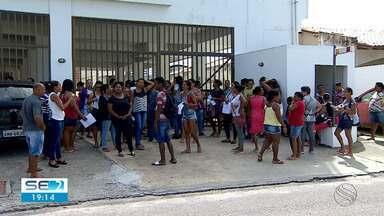 Pescadores de São Cristóvão fazem protesto devido a atraso de pagamento de defeso - Eles reivindicaram parcelas atrasadas do defeso do camarão e dizem estar passando por dificuldades financeiras.