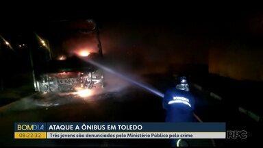 Ministério Público denuncia três jovens por ataque a um ônibus em Toledo - Eles são suspeitos de atear fogo contra o ônibus do transporte coletivo.