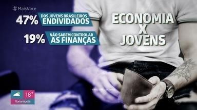 Mais da metade dos jovens brasileiros estão endividados - O 'Mais Você' foi conversar com alguns jovens que estão lidando com dívidas e o economista Mauro Chuairi dá dicas de educação financeira para os pais