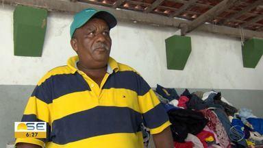 Moradores do Bairro Jabotiana recebem doações - Local foi um dos mais atingidos pelas chuvas que caíram em todo o estado nos últimos dias.
