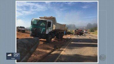 Caminhoneiro morre e três ficam feridos em acidente entre 4 caminhões e 2 carros em MG - Caminhoneiro morre e três ficam feridos em acidente entre 4 caminhões e 2 carros em MG