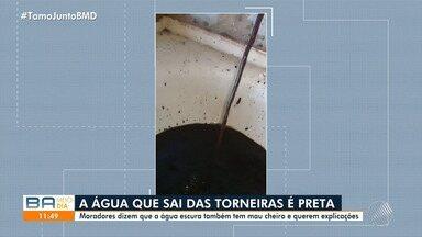 Moradores reclamam da má qualidade da água que cai nas torneiras das casas da Mata Escura - A água está preta e com forte mau cheiro.