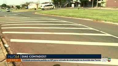 Entidade protocola pedido no MP para retirada de sinalização na Avenida das Torres - Pedido veio depois que um motociclista morreu em um acidente na região.