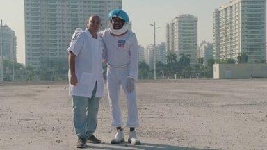 """Hoje é dia de viver no mundo da Lua: lançando foguetes - """"Um pequeno passo para um homem, um salto gigante para a humanidade!"""""""