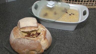 Aprenda a fazer uma receita de 'consomê de milho com calabresa defumada ' - O prato é um tipo de caldo de milho, ideal para climas frios.