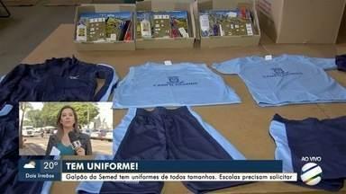 Semed diz que escolas precisam pedir uniformes para alunos, em Campo Grande - Secretaria tem galpão com todos os tamanhos disponíveis.