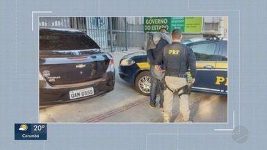 Carro roubado em Campo Grande é recuperado a caminho da Bolívia - Vítima é motorista de aplicativo, foi amarrada e jogada do veículo.