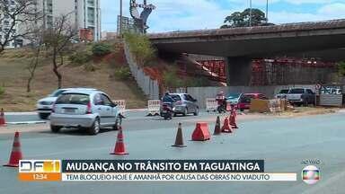 Obra causa interdição no trânsito de Taguatinga - Tem bloqueio sábado e domingo (27 e 28), de 7 às 20 horas, embaixo do viaduto da entrada de Taguatinga. A mudança no trânsito é por causa da obra de ampliação das faixas do viaduto.