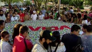 Ministério Público do Amapá investiga assassinato de líder indígena - No fim da tarde deste domingo (28), representantes de movimentos sociais fizeram um ato de apoio aos índios em uma praça de Macapá.