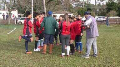 Famílias se mobilizam para acompanhar atletas dos Jogos Rurais de Uruguaiana - Além das modalidades tradicionais, há disputas de laço e serra de troncos.