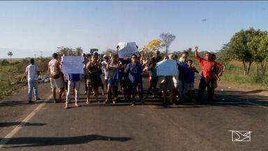 Trecho da BR-010 é interditada na Região Tocantina no MA - Moradores do bairro Vila Davi II em Imperatriz, protestavam contra a falta de infraestrutura no bairro que ficam às margens da via.