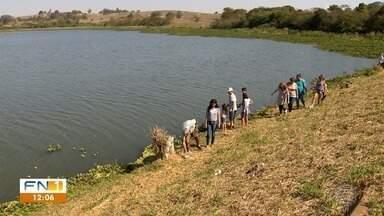 Voluntários se unem para limpar represa em Presidente Prudente - Rio Santo Anastácio é um dos mananciais utilizados para o abastecimento de água na cidade.