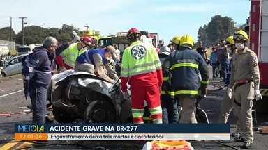 Acidente deixa 3 mortos na BR-277 - Outras cinco pessoas ficaram feridas.