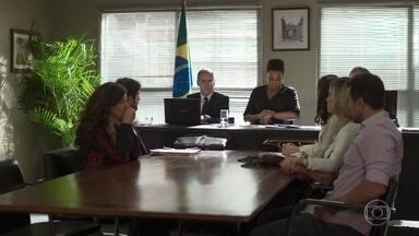 A juíza ameaça adiar a audiência por causa do atraso de Isaura - Rita teme que a testemunha não apareça