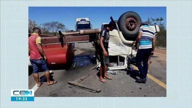Motorista perde controle da direção e caminhão vira na BR020 - Confira mais notícias em g1.globo.com/ce