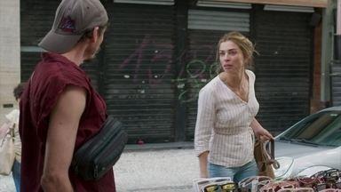 Paloma tira satisfação contra vendedor que a insultou - Paloma muda de comportamento após a notícia do hospital