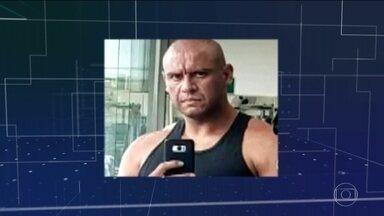 Polícia procura homem suspeito de matar a ex-mulher e o filho dela - Paulo Henrique tinha cinco medidas protetivas contra ele. O advogado do suspeito disse que ele vai se apresentar à polícia para esclarecer os fatos.