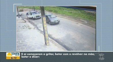 Câmeras flagram roubo de carro, em Campina Grande - Suspeitos pararam carro de empresária e fizeram ameaças.