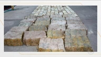Polícia de Cabo Verde prende cinco brasileiros com duas toneladas de cocaína - Eles foram presos no sábado (3), em uma operação que contou com a ajuda da Polícia Federal Brasileira. O grupo vai ser apresentado hoje à Justiça do país africano. A identidade dos presos não foi divulgada pelas autoridades daquele país.