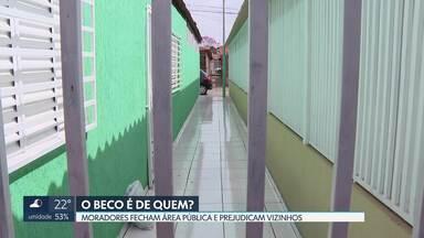 Moradores fecham becos em várias regiões do DF - Os moradores não tem autorização e Governo não fiscaliza.