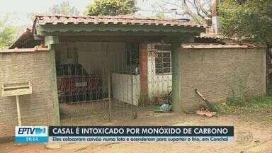 Casal tenta se aquecer com carvão em lata e é socorrido após intoxicação em Conchal - Vizinho viu que eles não tinham saído de casa e percebeu que havia algo errado.